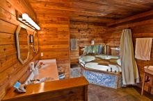 Juan De Fuca Suite Accommodation – Spacious Washroom with Jacuzzi